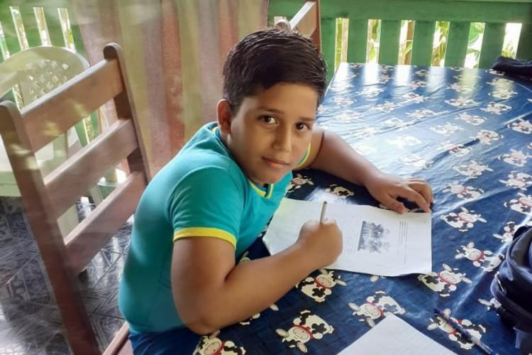 Matheus Macedo Campos morreu após receber descarga elétrica do celular conectado ao carregador (Foto: Arquivo de família)