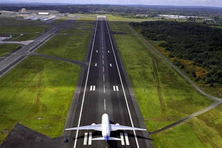 Localizado a 13 quilômetros de distância do centro urbano da cidade, numa área de 143 hectares, o novo Aeroporto Regional de Sobral terá pista de pouso e decolagem com 1.800 metros de extensão por 30 metros de largura. (Foto: Divulgação/Governo do Ceará)