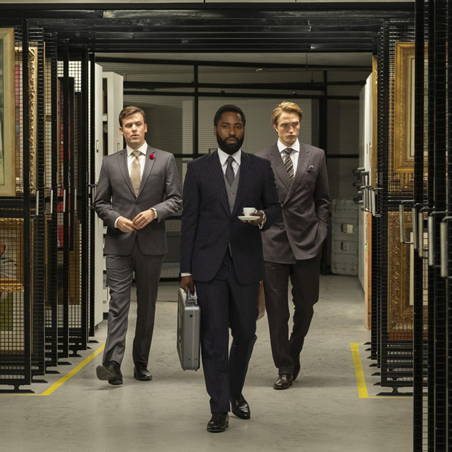 Jack Cutmore-Scott, John David Washington e Robert Pattinson em Tenet, novo longa de Christopher Nolan