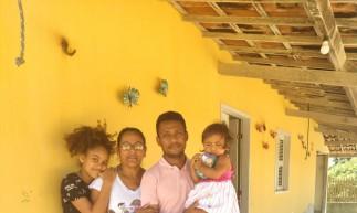 A família do professor José Maria Costa Ferreira, 42, é uma das três que corre risco de despejo. Da esquerda para direita: Sara (11), Júlia (45), José Maria (42) e Débora (um ano e sete meses).