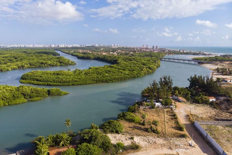 Vista aérea da ponte da Sabiaguaba, construída sobre o rio Cocó (Foto: Fco Fontenele/O POVO) (Foto: FCO FONTENELE)
