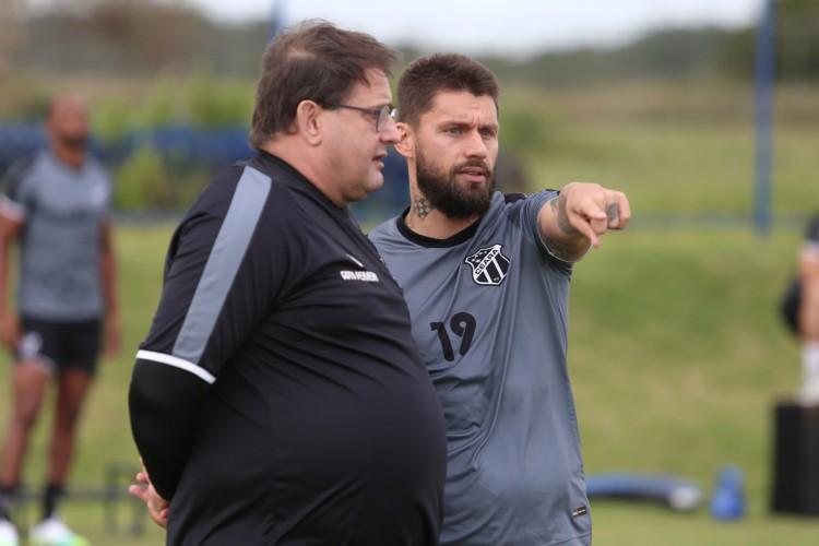 Ceará realiza treino apronto no CT do Bahia para enfrentar o Vitória-BA pela Copa do Brasil. Guto Ferreira e Rafael Sobis (Foto: Israel Simonton/Ceará SC)