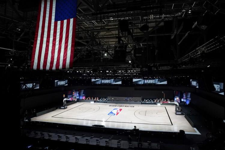 Quadra vazia para partida entre Milwaukee Bucks e Orlando Magic, nos playoffs da NBA (Foto: Ashley Landis-Pool / Getty Images / AFP)
