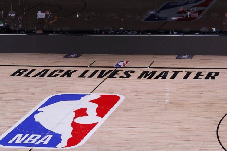 Jogadores da NBA se juntaram aos protestos contra violência policial racista nos Estados Unidos (Foto: Kevin C. Cox/Getty Images/AFP)