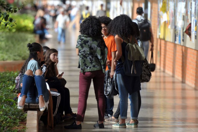 Os indicadores que tratam de índices como satisfação com a vida, preocupações e qualidade do ensino apresentaram piora entre os jovens brasileiros (Foto: Marcello Casal Jr/Agência Brasil)