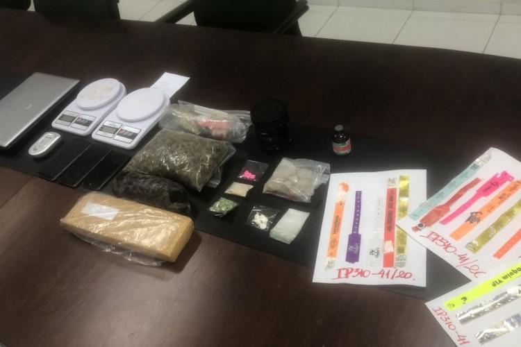 Material foi apreendido em um apartamento na Praia de Iracema  (Foto: foto: Jéssika Sisnando )