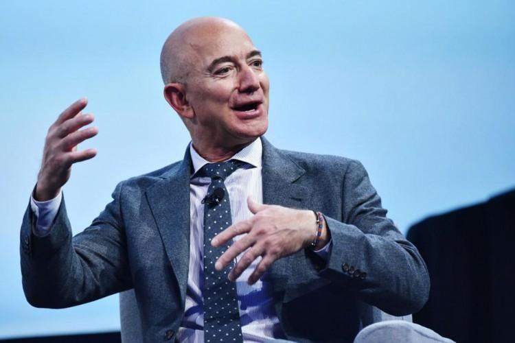 Jeff Bezos, dono da Amazon, é considerado o homem mais rico do mundo (Foto: Reprodução/Forbes)