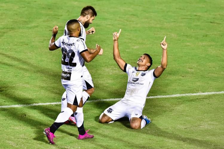 Ceará ainda aguarda resultado de sorteio para saber quem enfrenta na quarta fase da Copa do Brasil  (Foto: WALMIR CIRNE / AE)