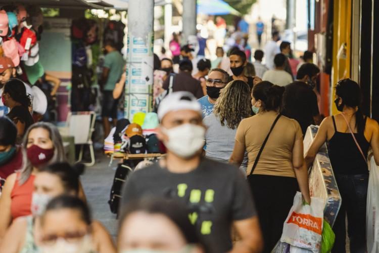 Pandemia do novo coronavírus ocasionou a retração do consumo e impactou na economia do País (Foto: Aurelio Alves/ O POVO)