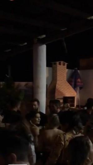 Foto enviada ao O POVO mostram aglomeração (Foto: Via WhatsApp O POVO)