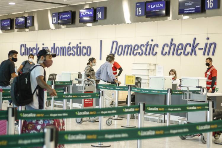 FORTALEZA, CE, 30-06-2020: Movimentação no Aeroporto de Fortaleza (Foto: Barbara Moira)