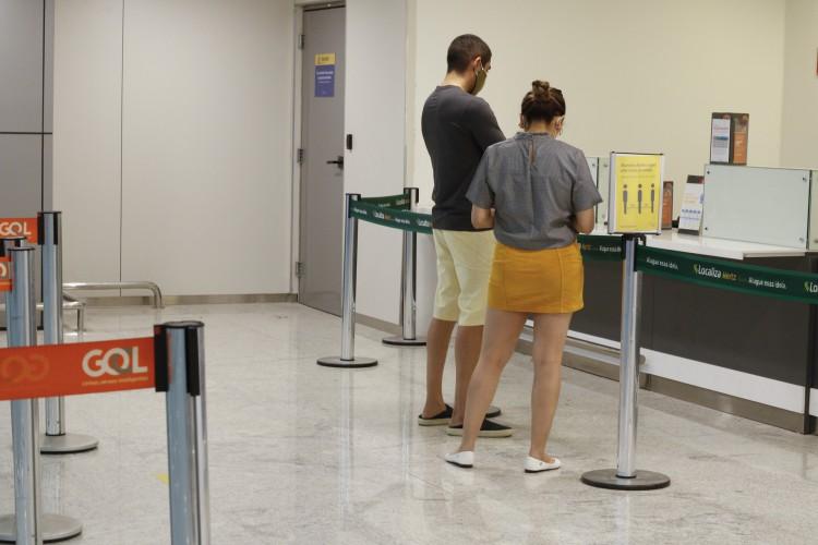 FORTALEZA, CE, 30-06-2020: Circulação de passageiros, balcões de companhias de empresas como LATAM e Gol, no Aeroporto Pinto Martins, Fortaleza (Foto: Barbara Moira)