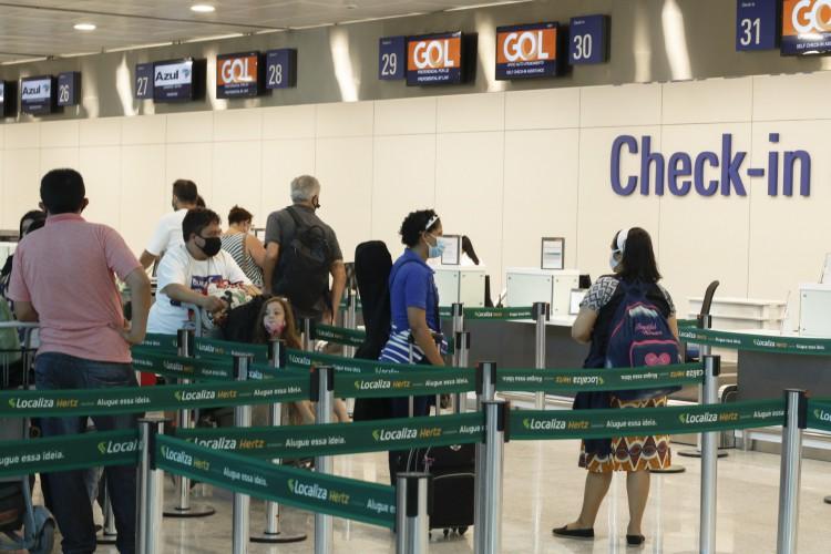 FORTALEZA, CE, 30-06-2020: Movimentação no Aeroporto Internacional Pinto Martins (Foto: Barbara Moira)