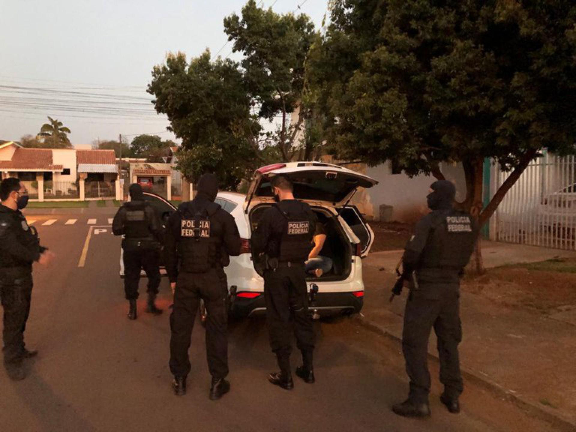 CERCA DE 1.100 policiais federais foram mobilizados para o cumprimento de 623 ordens judiciais