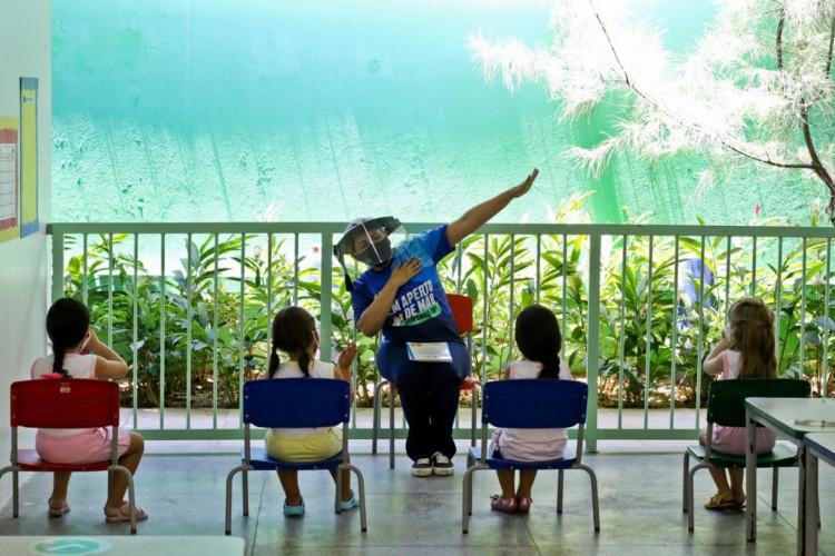 Farias Brito é uma das instituições tradicionais de Fortaleza que retornou hoje com aulas presenciais na educação infantil  (Foto: FÁBIO LIMA)