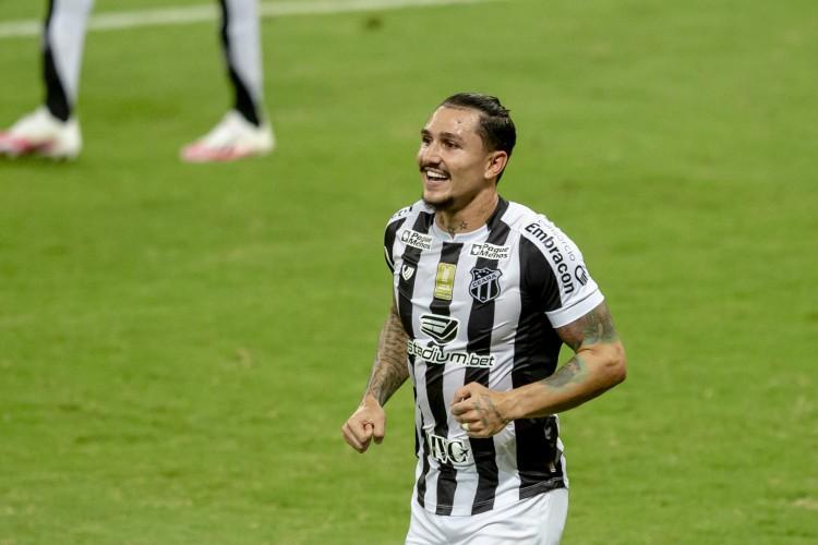 Vina chegou a 20 participações em gols nesta temporada  (Foto: Aurelio Alves/ O POVOS)