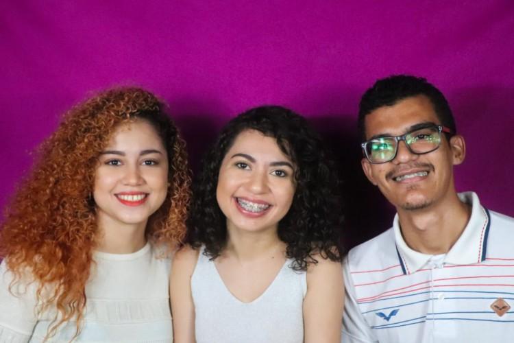 Da esquerda para a direita, Elida Correia, 23, Karla Alves, 29, e Lucas Silva, 23. Alunos do curso de Design Digital e à frente do projeto Bilíngua (Foto: Acervo Pessoal)