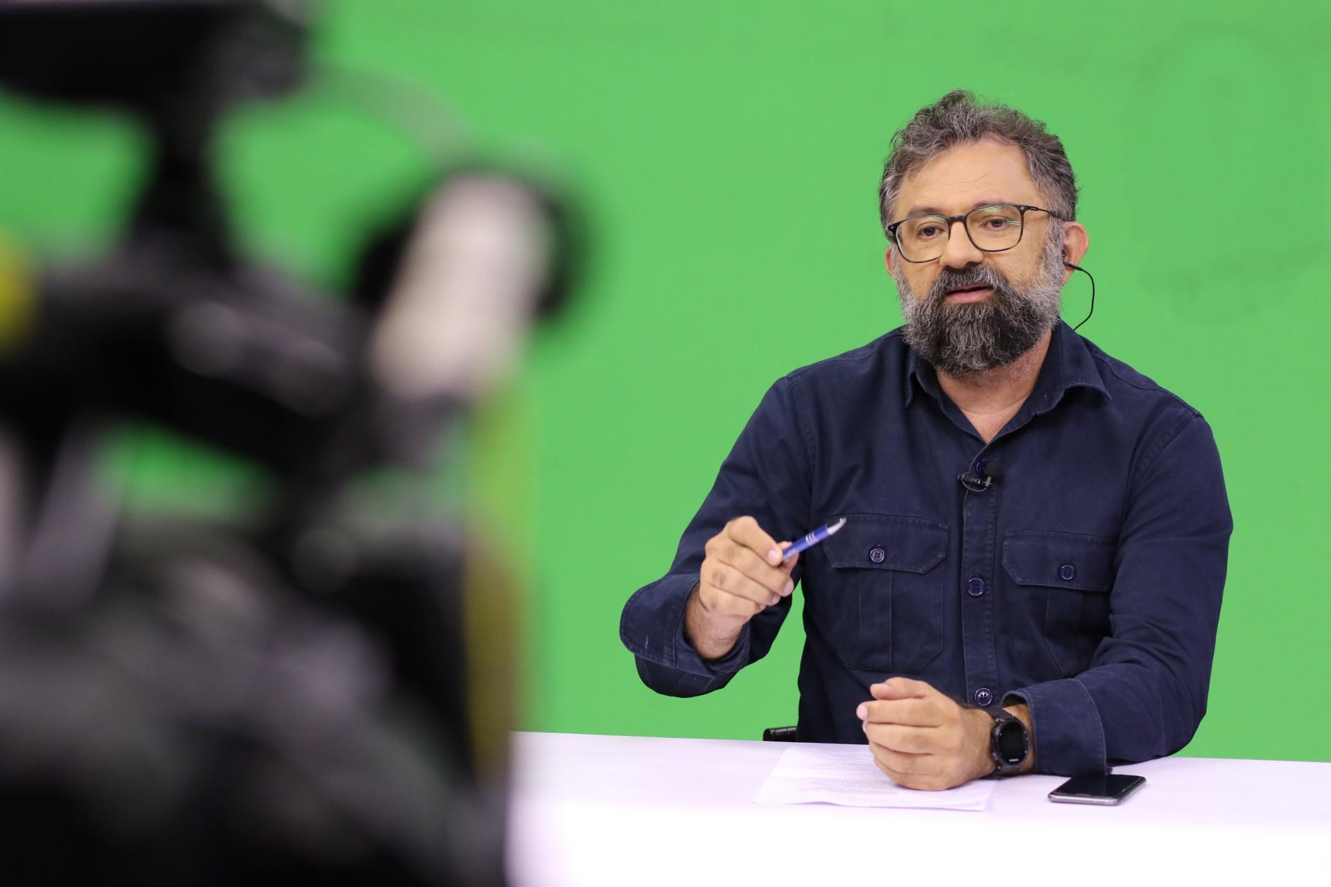 JORNALISTA Jocélio Leal apresenta os programas especiais do Anuário