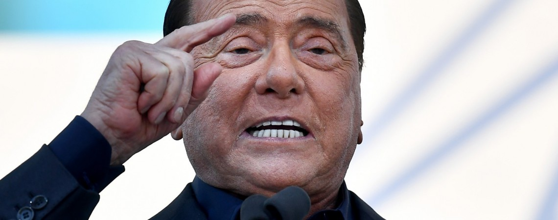 Líder do partido liberal conservador italiano Forza Italia, Silvio Berlusconi fala durante uma manifestação em 19 de outubro de 2019 (Foto: AFP)