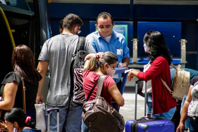 Movimentação no Terminal Rodoviário Engenheiro João Tomé (Foto: Thais Mesquita)
