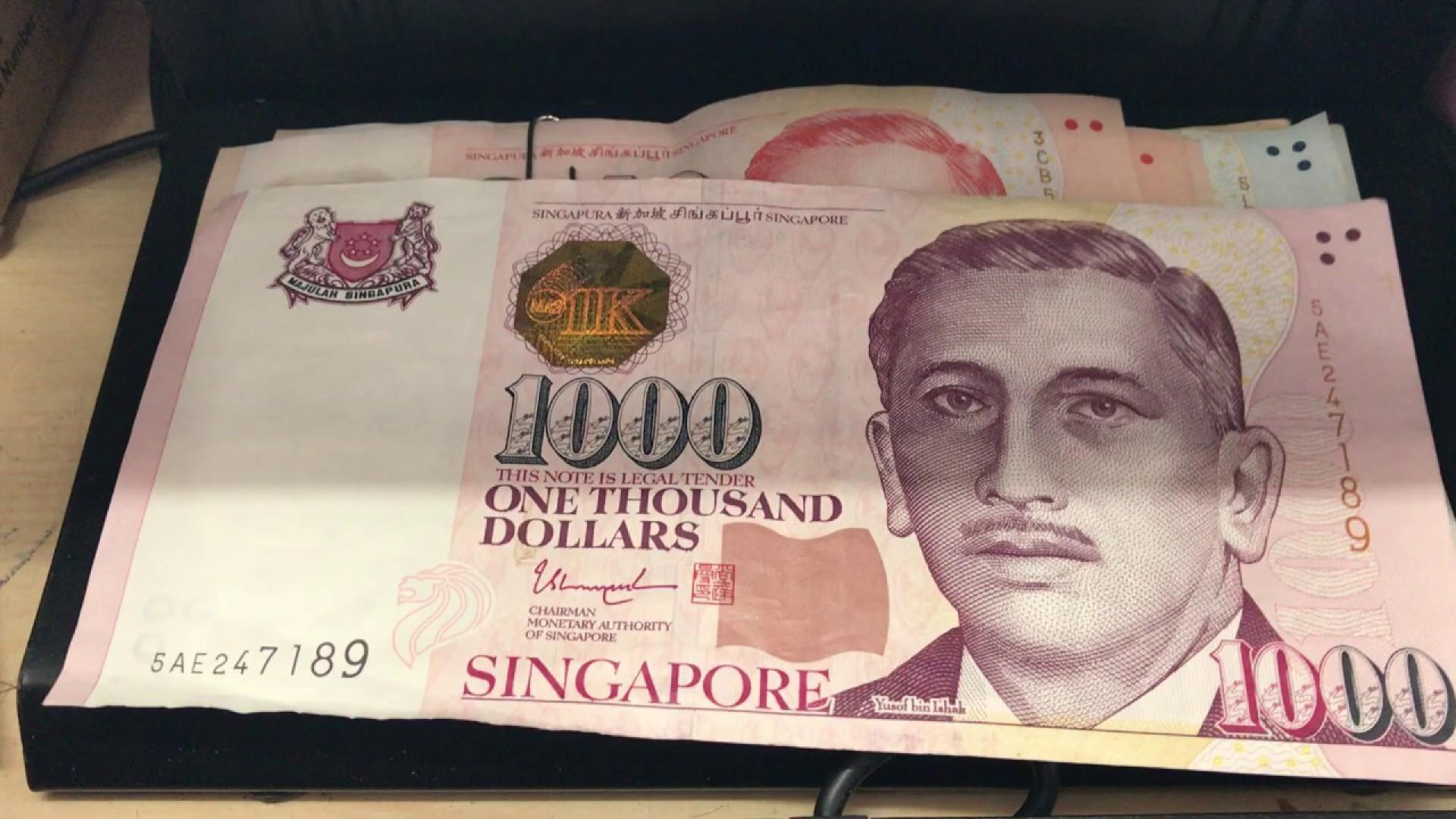 Singapura, além de ter a cédula mais valiosa em circulação no mundo, a de 10 mil dólares, também tem a quarta mais valiosa, a de 1 mil dólares
