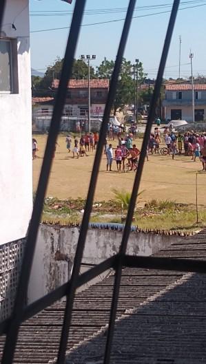 O crime aconteceu em um campo no bairro Metropole  (Foto: via WhatsApp O POVO )