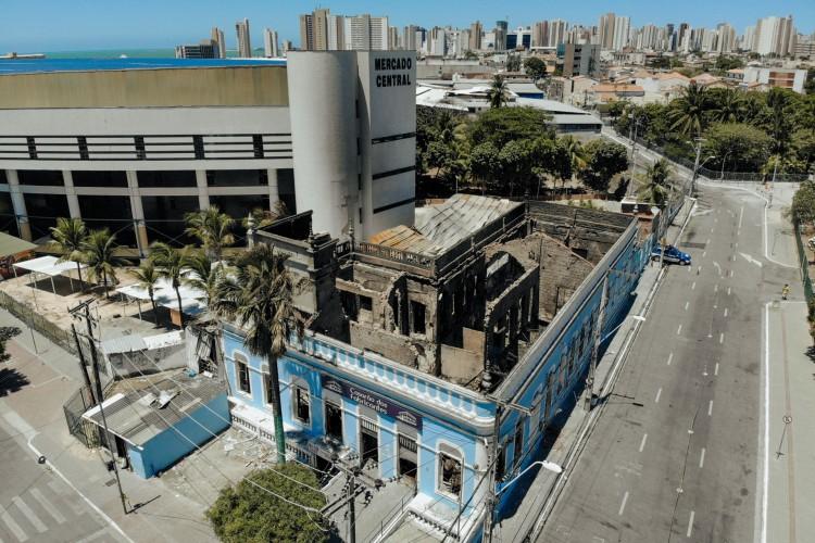 Casarão dos fabricantes pegou fogo no último sábado, 5 (Foto: FCO FONTENELE)