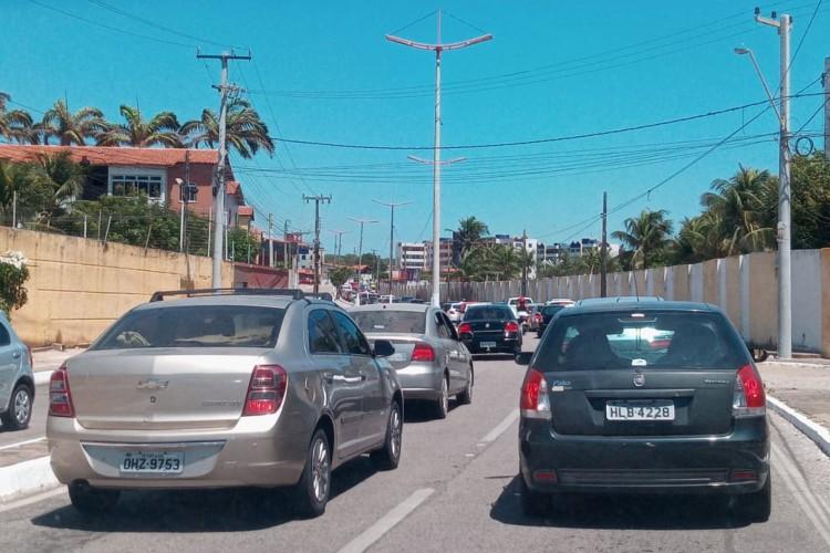 Trânsito é intenso em Caucaia neste feriado (Foto: Barbara Moira/O POVO)