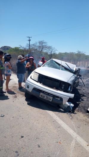 Colisão de veículos entre as cidades de Quixadá e Ibicuitinga resultou em uma morte  (Foto: via WhatsApp O POVO )