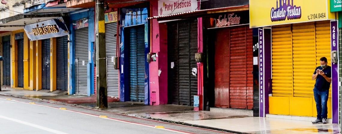 Antes e depois do lockdown na Rua São Paulo, no Centro de Fortaleza (Foto: Fabio Lima)