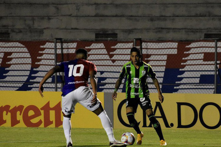 América-MG vence Paraná em Curitiba (Foto: )