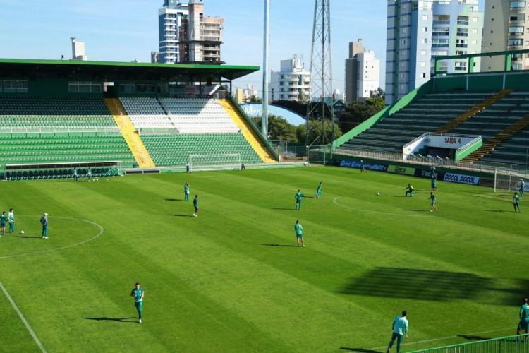 Chapecoensee Brusque fazem o primeiro jogoda decisão do Catarinense (Foto: )