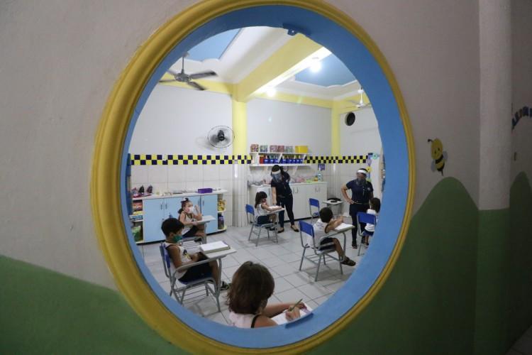 A educação infantil teve retorno em 1º de setembro, agora um mês depois outras turmas devem retornar  (Foto: Fabio Lima)