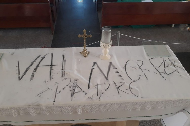 Frases agressivas chegavam a ameaçar padre (Foto: WhatsApp O POVO)