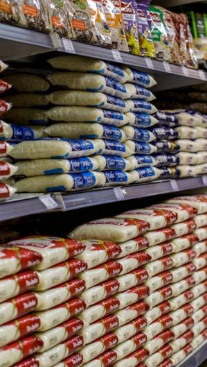 O preço dos alimentos foi um dos destaques para a alta da inflação oficial em agosto. Os dois produtos chamaram a atenção: o arroz, com valorização de 19,2% no ano, e o óleo de soja, que subiu 18,6% no período. (Foto: Thais Mesquita/O Povo)