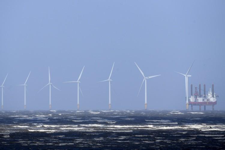 Com iniciativas de compartilhamento de tecnologia e troca de consultorias, Dinamarca e Reino Unidos pretendem apoiar início da produção energia eólica em alto mar no Brasil (Foto: Paul ELLIS / AFP)
