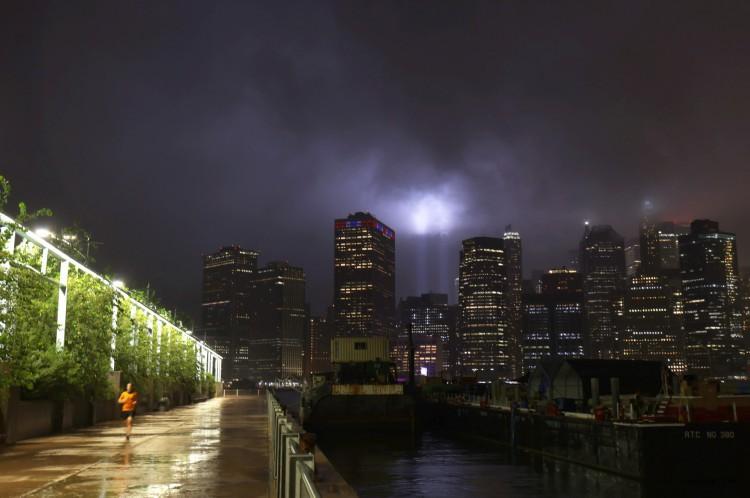 Homenagem às vítimas do 11 de Setembro com luzes em Nova York