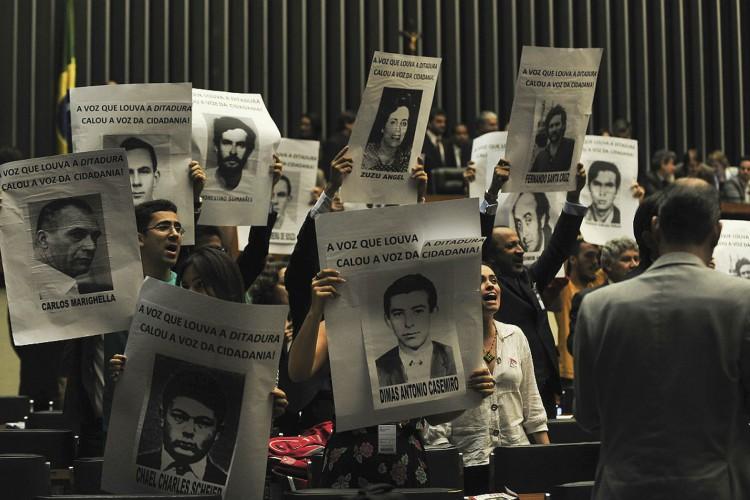 Familiares e ativistas pedem justiça pelas mortes que aconteceram durante a ditadura militar (Foto: Agencia Brasil)