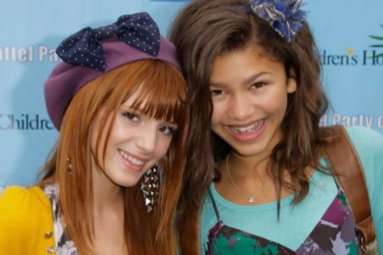 As duas começaram a trabalhar juntas quando eram pequenas, estrelando a série do Disney Channel