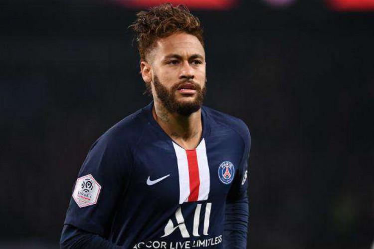 Jogador brasileiro Neymar é apontado pelos especialistas como um sucessor da dupla Messi-Cristiano Ronaldo, inclusive pela semelhança no estilo de jogo