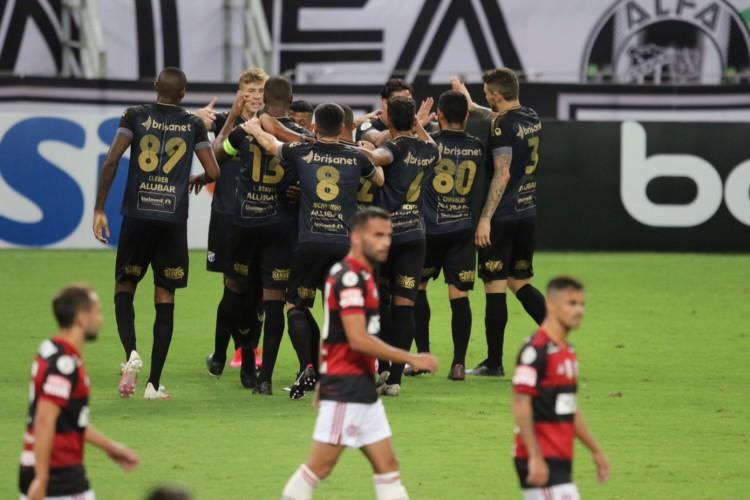 O Ceará defende tabu atuando com visitante contra times cariocas (Foto: FABIO LIMA/O POVO)