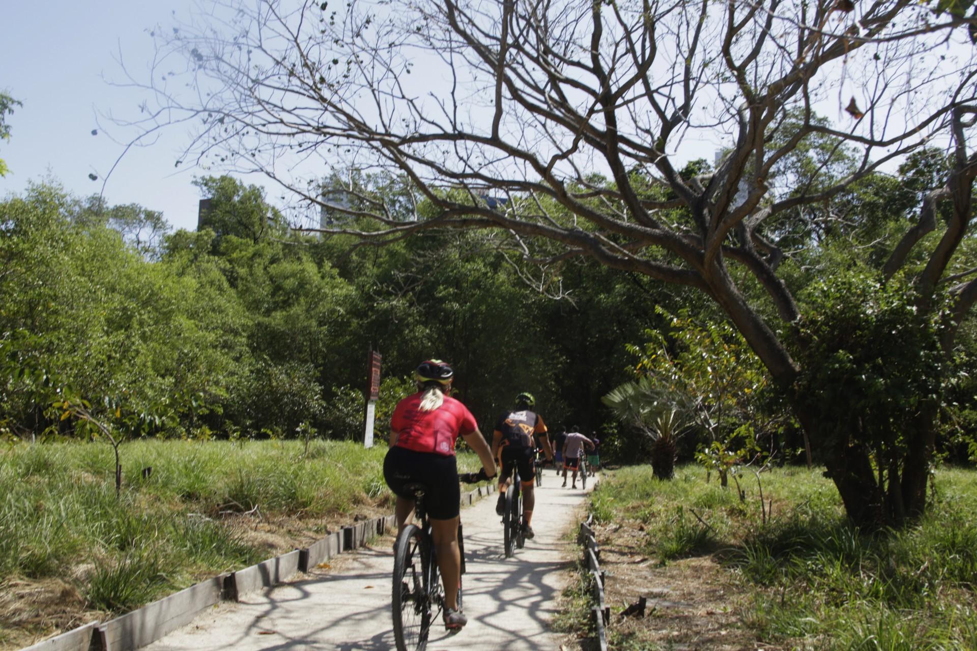 Andar de bicicleta nas trilhas do Parque já é proibido até 13h aos domingos