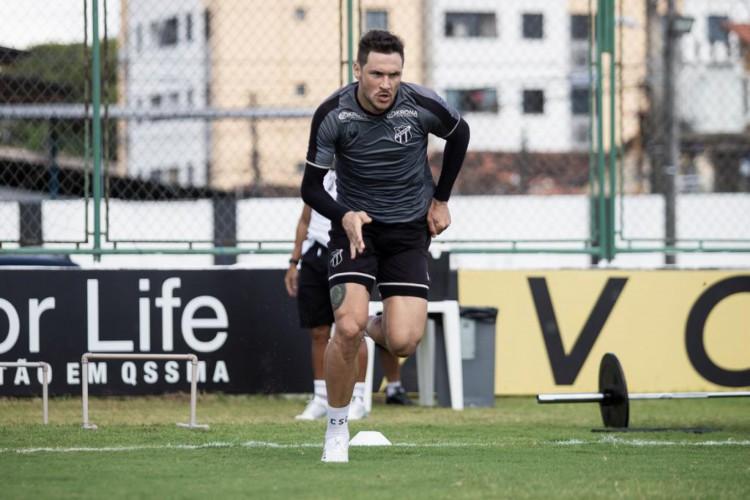 Tiago Pagnussat é destaque em quesitos defensivos como cortes e duelos aéreos ganhos (Foto: Felipe Santos/Cearasc.com)