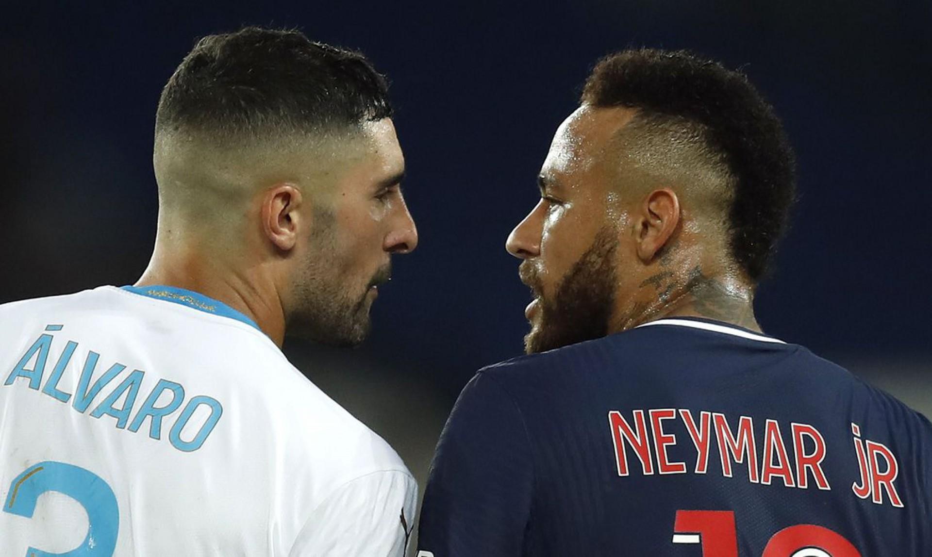 PSG anuncia apoio total a Neymar em caso de racismo