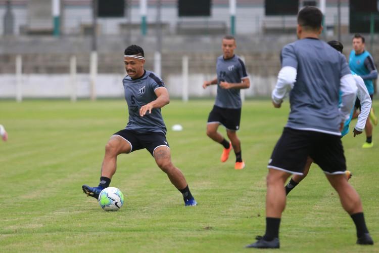 Fernando Sobral é um dos jogadores que mais entrou em campo pelo Ceará na retomada dos jogos, em julho (Foto: Israel Simonton/Ceará SC)