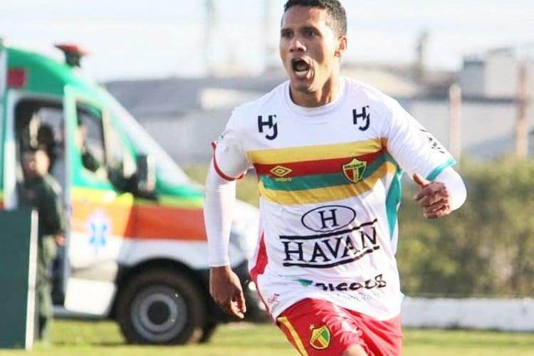 Autor de dez gols na temporada, Thiago Alagoano não será opção ofensiva do Brusque  (Foto: Divulgação/Brusque FC)