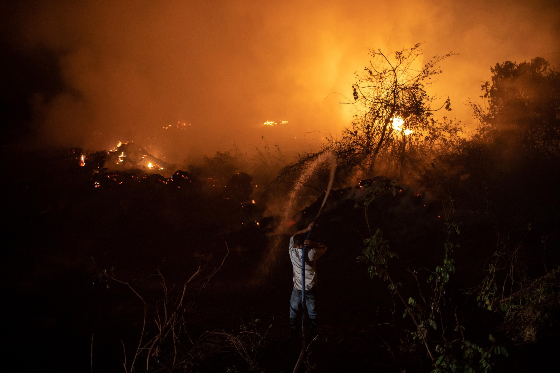 Avião de Bolsonaro arremete em Mato Grosso por causa da fumaça de queimadas | Política - Últimas Notícias em Fortaleza e Ceará - O POVO