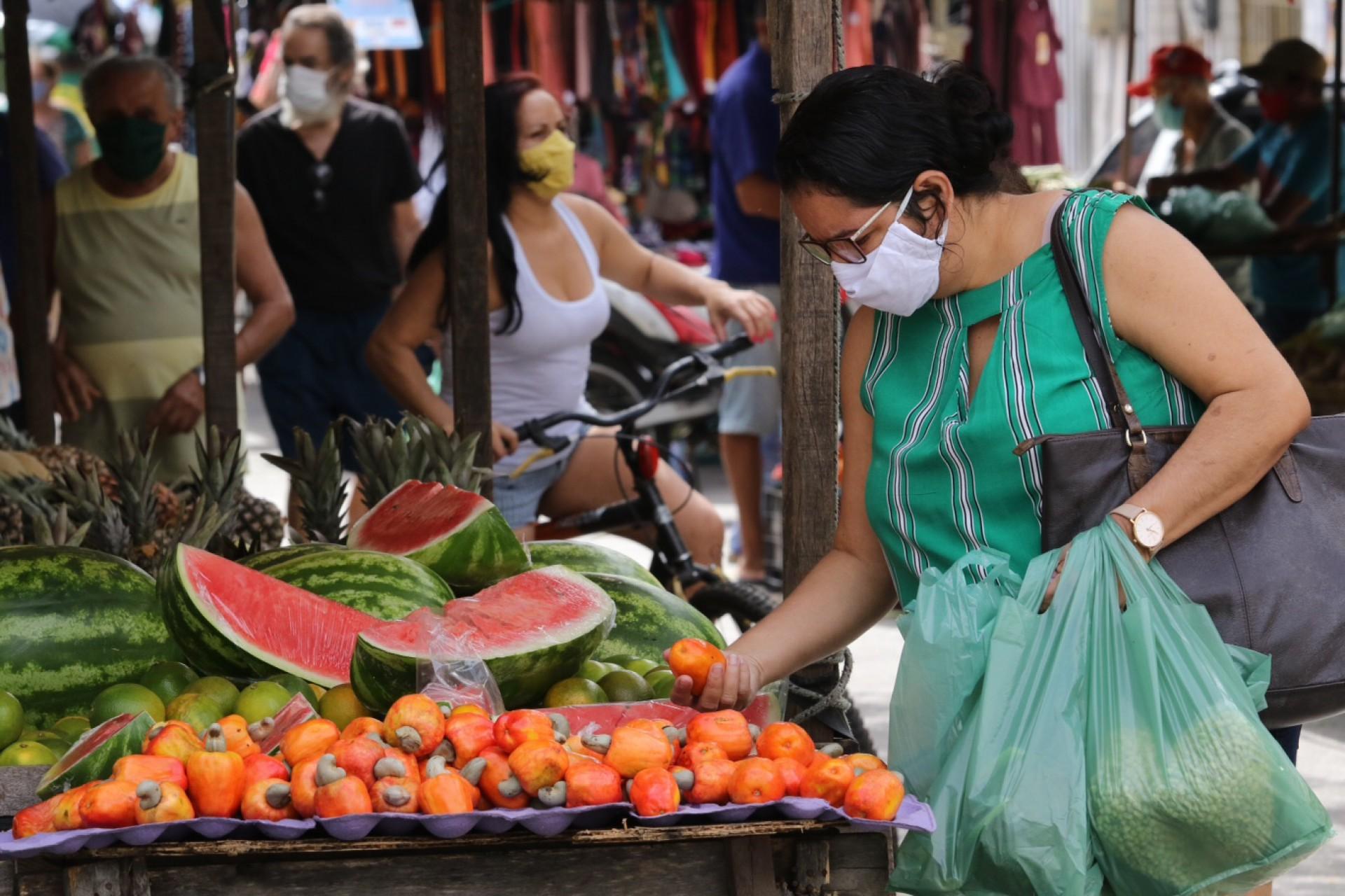 Com novo decreto, as feiras livres, que estavam proibidas, poderão funcionar obedecendo protocolos (Foto: Fabio Lima)