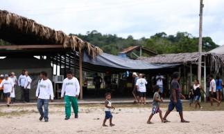 Assunção do Içana, AM, Brasil: Crianças indígenas no polo Base de saúde indígena em Assunção do Içana. (Foto: Marcelo Camargo/Agência Brasil)