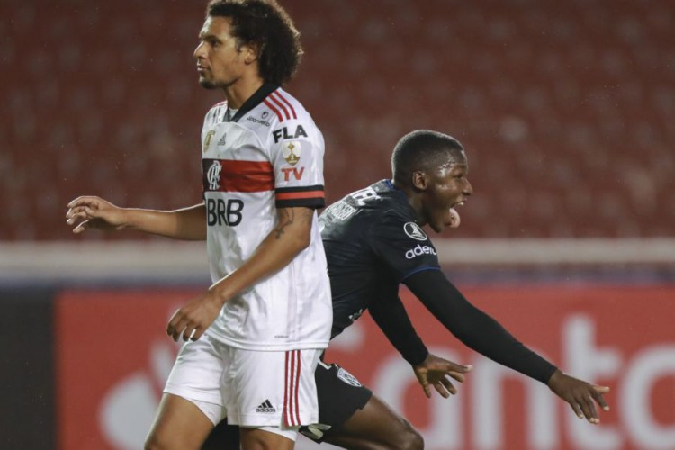 Arão é titular no jogo de hoje do Flamengo contra o Coritiba, pela Copa do Brasil; confira escalação oficial confirmada (Foto: Jose JACOME / AFP / POOL)